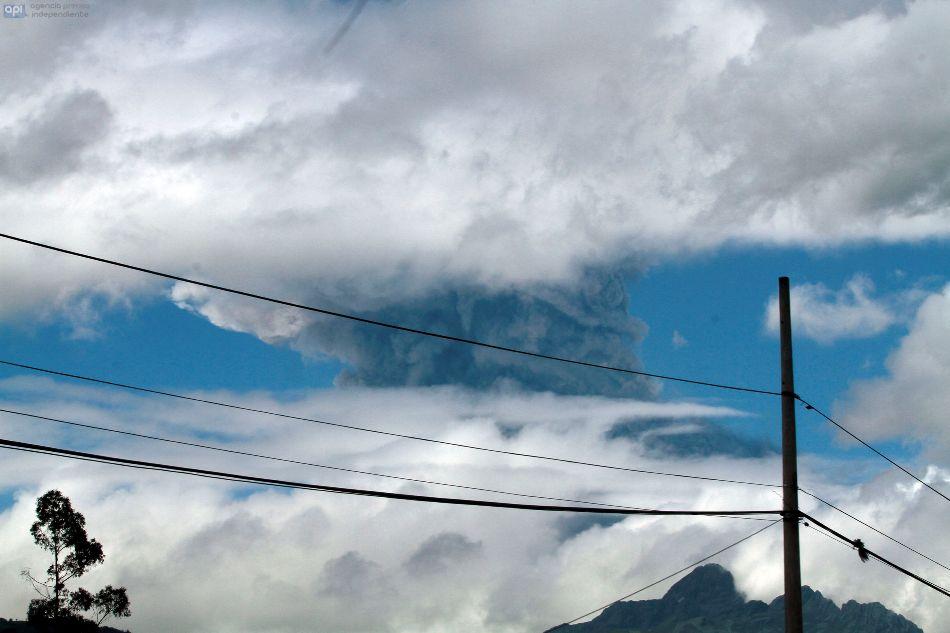 Primeras fotos de la erupción del volcán Cotopaxi, el 14 de agosto de 2015. API/Juan Cevallos