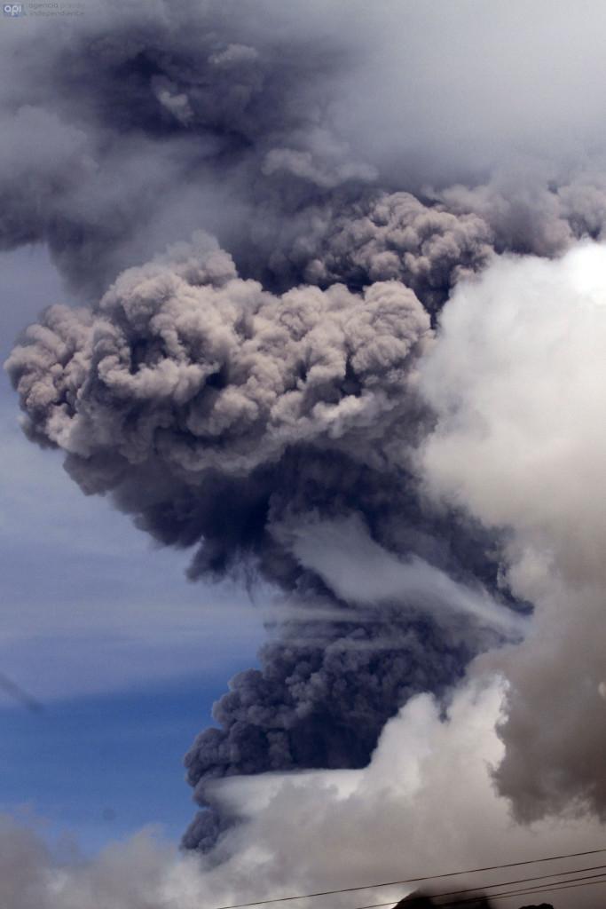 ECUADOR, Quito: 2015/08/13 - ECUADOR, Machachi :  2015/08/14 - Nueva emisión de ceniza del volcan Cotopax. FOTOS API / JUAN CEVALLOS.