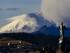 Vista general desde Quito (Ecuador) del volcán Cotopaxi que expulsó ceniza que ha caído en algunos poblados cercanos al coloso el jueves 27 de agosto del 2015. EFE/José Jácome