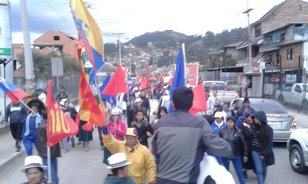 Marcha indígena llega a Cuenca el 5 de agosto de 2015. Foto Víctor Posso/LaRepública.