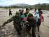 La colombiana Marcela Sorza es auxiliada por integrantes de la policía colombiana al cruzar sin autorización el río Tachira desde Venezuela hacia el sector La Parada (Colombia) el miércoles 26 de agosto de 2015, en Cúcuta (Colombia). EFE/Mauricio Dueñas Castañeda