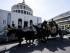 Vista del carruaje que lleva el cuerpo del capo de la mafia Vittorio Casamonica, frente a la iglesia San Juan Bosco de Roma, Italia, el 20 de agosto de 2015. EFE/Massimo Percossi