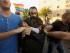 El judío ultraortodoxo Yishai Schlissel es detenido por policías vestidos de civil después de que apuñalara a personas que participaban en un desfile del orgullo gay en Jerusalén, el jueves 30 de julio de 2015. La adolescente Shira Banki, de 16 años, falleció el domingo debido a las heridas con cuchillo que le causó el hombre, según las autoridades.(AP Foto/Sebastian Scheiner)