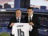 El mediocentro croata Mateo Kovacic (d) acompañado por el presidente del Real Madrid, Florentino Pérez, durante su presentación como nuevo jugador del club blanco en un acto celebrado hoy en el estadio Santiago Bernabéu. EFE/Juan Carlos Hidalgo.