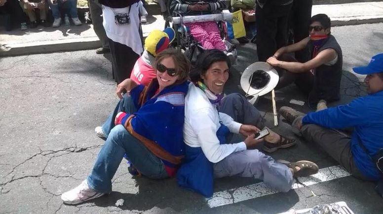 La periodista brasileña Manuela Picq y el presidente de la Ecuarunari, Carlos Pérez Guartambel, en una foto de fecha incierta, difundida en las redes sociales.