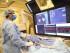 En esta imagen sin fecha suministrada el 29 de agosto del 2015 por el Hospital Mount Sinai en Nueva York muestra al Dr Vivek Reddy controlando la pantalla mientras efectúa una operación para implantar un nuevo marcapasos inalámbrico en ese hospital. (Mount Sinai Hospital via AP) NO ARCHIVE NO SALES