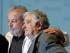 Los expresidentes José Mujica, de Uruguay, a la derecha, y Luiz Inacio Lula de Silva, de Brasil, a la izquierda, durante un seminario sobre la participación ciudadana en las democracias que se efectuó en el suburbio industrial de Sao Bernardo do Campo, en la periferia de Sao Paulo, el sábado 29 de agosto de 2015. Mujica defendió el papel de los partidos políticos, a los que describió como indispensables para la supervivencia de la democracia. (AP Foto/André Penner)