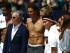"""El tenista español Rafael Nadal (c) y el diseñador Tommy Hilfiger (2-i) posan para una fotografía tras un partido de """"strip-tenis"""" el martes 25 de agosto de 2015, en una cancha entre la estación de Grand Central y el epicentro turístico de Times Square, en Nueva York (EE.UU.). EFE/Kena Betancur"""
