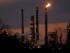 Fotografía de archivo del 13 de febrero de 2015 muestra la refinería de Exxon Mobil en el distrito de St. Bernard, en Louisiana. El precio del petróleo cayó el martes 11 de agosto de 2015 a su nivel más bajo desde 2009. (Foto AP/Gerald Herbert, archivo)