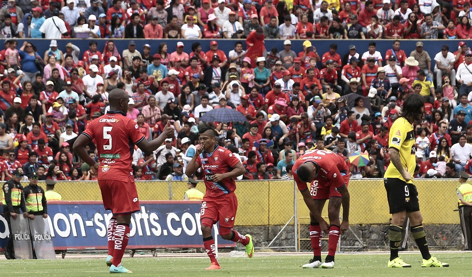 ECUADOR - QUITO - 2015/08/09 - Nacional vs Barcelona.  FOTOS API / JUAN CEVALLOS.