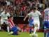 El centrocampista colombiano del Real Madrid James David Rodríguez (2d) controla el balón entre los jugadores del Sporting de Gijón, durante el partido de la primera jornada de la Liga en Primera División que se disputa esta noche en el Molinón. EFE/Alberto Morante.