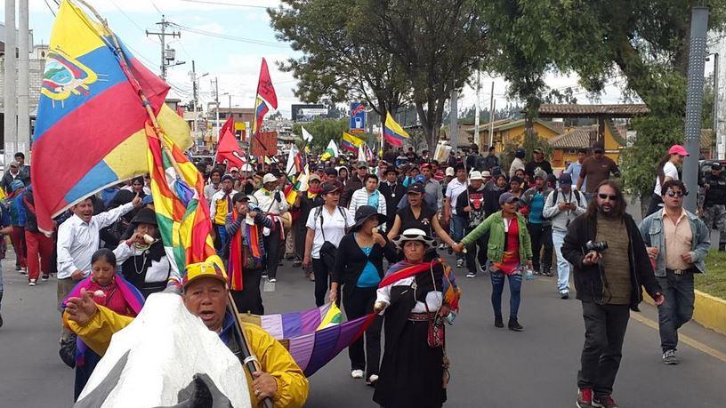 La marcha indígena sale de Salcedo, con dirección a Latacunga, el 10 de agosto de 2015. Foto tuiteada por la cuenta @MarchaEC