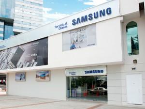 Centro de servicio al cliente de Samsung ubicado en la avenida Francisco de Orellana y Alberto Borges, norte de Guayaquil