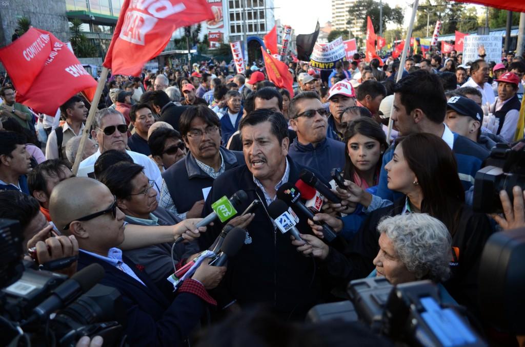 ECUADOR -QUITO 2015-08-19 Mesías Tatamuez dirigente sindical en rueda de Prensa a los medios de comunicación antes de la marcha hacia Carondelet - API -Sarch