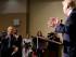 El conductor de Univisión, Jorge Ramos, hace una pregunta al precandidato presidencial republicano, Donald Trump, sobre su propuesta migratoria durante una conferencia de prensa el martes 25 de agosto de 2015 en Dubuque, Iowa. Ramos fue sacado del lugar. (Foto AP/Charlie Neibergall)