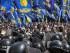 Opositores de la reforma constitucional se enfrentan a la policía ante el Parlamento ucraniano en Kiev (Ucrania) hoy, 31 de agosto de 2015. EFE/Sergey Dolzhenko