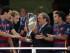 El presidente de la UEFA, Michel Platini, entrega el trofeo de la Supercopa a los jugadores del club Barcelona en Tiflis, Georgia, el miércoles 12 de agosto de 2015. (Foto AP/Ivan Sekretarev).