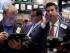 Corredores de bolsa trabajan en el mercado bursátil de Estados Unidos el jueves 6 de agosto de 2015. El mercado en Wall Street cerró en baja el viernes 7 de agosto luego de que un buen informe sobre el empleo mantuvo con vida la posibilidad de que la Reserva Federal eleve las tasas de interés incluso el mes próximo. (Foto AP/Richard Drew)