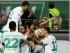 Los jugadores de Wolfsburgo festejan un gol de timm Klose, tercero desde la derecha, contra Schalke en un partido por la Bundesliga el viernes, 28 de agosto de 2015, en Wolfsburgo. (AP Photo/Markus Schreiber).