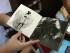 MEDELLÍN (COLOMBIA), 16/09/2015 -Una mujer observa hoy, miércoles 16 de septiembre de 2015, un libro realizado de manera artesanal en el marco de la IX Fiesta del Libro y la Cultura en Medellín (Colombia). El libro artesanal es la apuesta de dos editoriales independientes de Colombia que decidieron, en plena era digital, hacer frente a las voces que daban por muerto el formato en papel con una apuesta de negocio diferente en el que prima la meticulosidad y el esmero. EFE/LUIS EDUARDO NORIEGA.