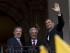 ECU27 - QUITO (ECUADOR), 21/9/2015.- El presidente de Colombia, Juan Manuel Santos (i); su homólogo de Ecuador, Rafael Correa (d) y de Uruguay, Tabaré Vázquez (c) saludan hoy, lunes 21 de septiembre de 2015, en el Palacio de Gobierno en Quito (Ecuador). Santos se reunirá con sus colegas de Uruguay, Tabaré Vázquez y de Venezuela, Nicolás Maduro, para tratar directamente el problema fronterizo que les ha distanciado desde el pasado 19 de agosto cuando el Gobierno venezolano decidió cerrar varios pasos fronterizos con el alegado propósito de acabar contra el contrabando y el paramilitarismo y expulsó a más de 1.600 colombianos que habitaban en el lado venezolano, según cifras de organismos de la ONU. EFE/José Jácome