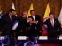 QUITO (ECUADOR), 21/09/2015.- El presidente de Venezuela, Nicolás Maduro (i); el presidente de Uruguay, Tabaré Vazquez (2i); el presidente de Ecuador, Rafael Correa (2d) y el presidente de Colombia, Juan Manuel Santos (d), estrechan sus manos hoy, lunes 21 de septiembre de 2015, al término de una reunión en Quito (Ecuador). Esta reunión busca que Santos y Maduro traten directamente el problema fronterizo que les ha distanciado desde el pasado 19 de agosto, cuando el Gobierno venezolano decidió cerrar varios pasos fronterizos, decisión que luego amplió a gran parte de la línea divisoria con Colombia. EFE/LEONARDO MUÑOZ