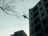 Helicóptero busca el bambi bucket extraviado, en el sector de la González Suárez. Foto de la cuenta de Twitter de Fernando Larenas.