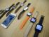 En esta imagen del 21 de agosto de 2015, se muestran los smartwatches Android Wear compatibles con el iPhone de Apple en las oficina de Google en San Francisco. (Foto AP/Eric Risberg)
