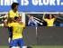 Hulk, de Brasil, se arrodilla para festejar su gol con su compañero Willian, en el partido amistoso contra Costa Rica, disputado el sábado 5 de septiembre de 2015 (AP Foto/Rich Schultz).