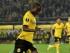 El futbolista de Borussia Dortmund Adrán Ramos supera al arquero de Krasnodar Andriy Dykan en partido de la Liga Europa. Dortmund ganó 2-1.(AP Foto/Martin Meissner)