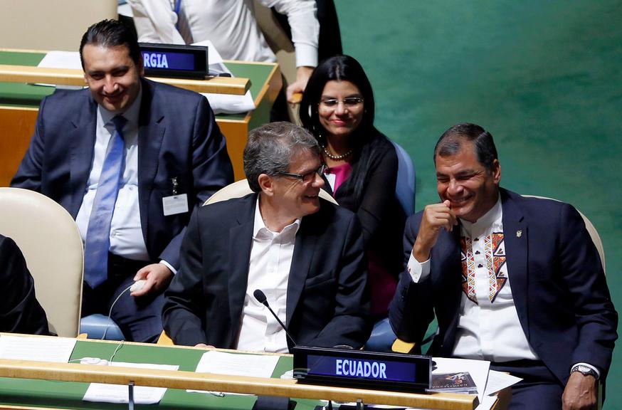 Nueva York (EEUU), 28 sep 2015.- El Presidente de la República, Rafael Correa junto a la delegación ecuatoriana mientras espera participar en la Asamblea General, en su segundo día. Foto: Santiago Armas / Presidencia de la República