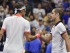 El tenista suizo Roger Federer (i) saluda al tenista francés Richard Gasquet después de vencerlo en los cuartos de final del Abierto de Estados Unidos hoy, miércoles 9 de septiembre del 2015, en las pistas de Flushing Meadows, Nueva York, Estados Unidos. EFE/JUSTIN LANE.