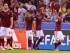 ROMA (ITALIA), 16/09/2015.- Los jugadores de la AS Roma celebran un gol ante el FC Barcelona hoy, miércoles 16 de septiembre del 2015, durante el partido del grupo E de la Liga de Campeones disputado en el estadio Olímpico de Roma, Italia. EFE/MAURIZIO BRAMBATTI