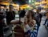 Seguidores del encarcelado líder opositor Leopoldo López se abrazan y lloran cuando se informan de la sentencia en su contra en Caracas, Venezuela,el jueves 10 de septiembre de 2015. López fue encontrado culpable de incitar a la violencia en manifestaciones callejeras en 2014 y fue sentenciado a casi 14 años de prisión. (AP Photo/Fernando Llano)