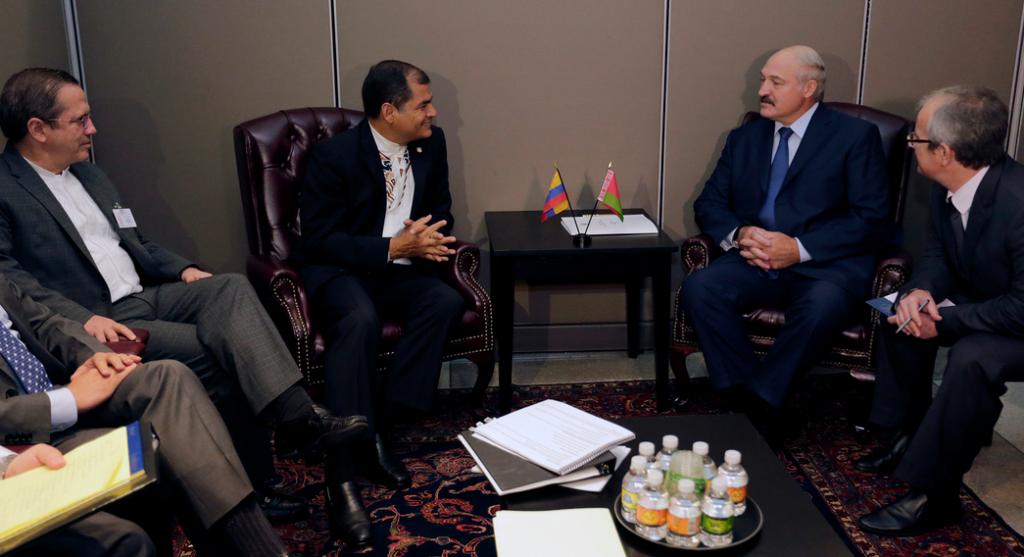 Nueva York (EEUU), 28 sep 2015.- El Presidente de la República, Rafael Correa, mantuvo una reunión bilateral con el Presidente de Bielorrusia, Aleksandr Lukashenko, a propósito de la Cumbre de la ONU. Foto: Mauricio Muñoz / Presidencia de la República