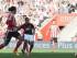 Anthony Martial dispara para hacer un gol del Manchester United en el duelo contra el Southampton el domingo 20 de septiembre de 2015. (Foto AP/Tim Ireland).