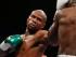 Floyd Mayweather Jr. golpea a Andre Berto en su pelea por el título de peso wélter el sábado 12 de septiembre de 2015 en Las Vegas. (AP Foto/John Locher)