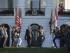 El presidente de Estados Unidos, Barack Obama, y su mujer, Michelle (dcha), a su llegada a una ceremonia por las víctimas del 11S en la Casa Blanca en Washington DC (Estados Unidos) el 11 de septiembre de 2015. EFE/Jim Lo Scalzo