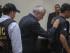 El ex presidente de Guatemala, Otto Pérez Molina (centro), es escoltado por agentes de la policía antes de ingresar en prisión, tras una vista judicial por cargos de corrupción, en la ciudad de Guatemala, el 3 de septiembre de 2015. (Foto AP/Luis Soto)