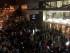 Una multitud aguarda en la calle tras evacuar un centro comercial de Santiago luego de un poderoso terremoto de magnitud 8,3, el miércoles 16 de septiembre de 2015. El movimiento telúrico afectó el centro-norte del país. (Nadia Pérez/AGENCIA UNO vía AP)