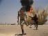 """En esta imagen proporcionada por Disney, Daisey Ridley como Rey, a la izquierda, y John Boyega como Finn, en una escena de la nueva """"Star Wars: el despertar de la fuerza"""". La cinta, dirigida por J.J. Abrams, se estrena el 18 de diciembre del 2015. (Film Frame/Disney/Copyright Lucasfilm 2015 via AP)"""
