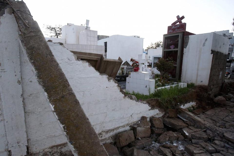 Vista del cementerio de Illapel el jueves 17 de septiembre de 2015, tras el terremoto de 8,4 en la escala de Richter, la ciudad de Illapel, al norte de Santiago de Chile (Chile). EFE/Mario Ruiz
