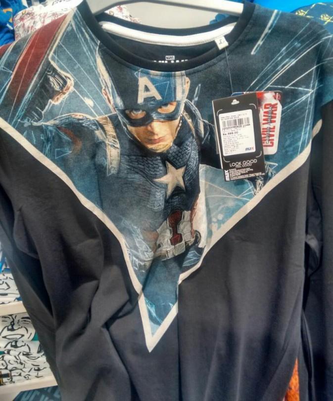 Esta nueva mercaderia de Civil War sugiere Capitán América tendrá un nuevo traje en la película. Foto filtrada en la web Reddit, donde una teoría afirma que el nuevo traje es cortesía de Black Panter