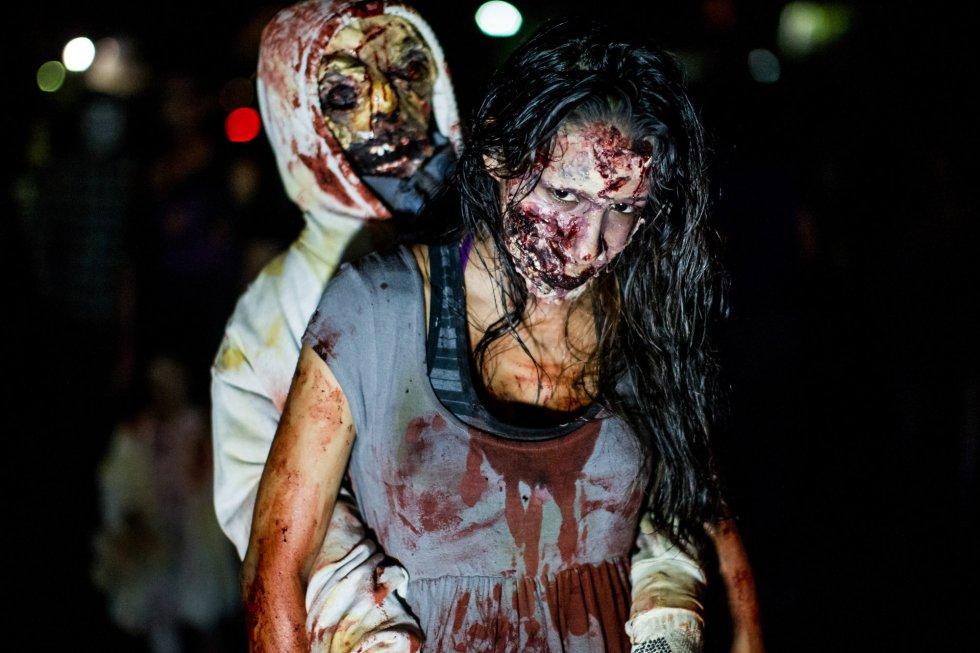 Participantes en una marcha zombi desfilan en la noche de Halloween en Caracas (Venezuela). MIGUEL GUTIÉRREZ (EFE)