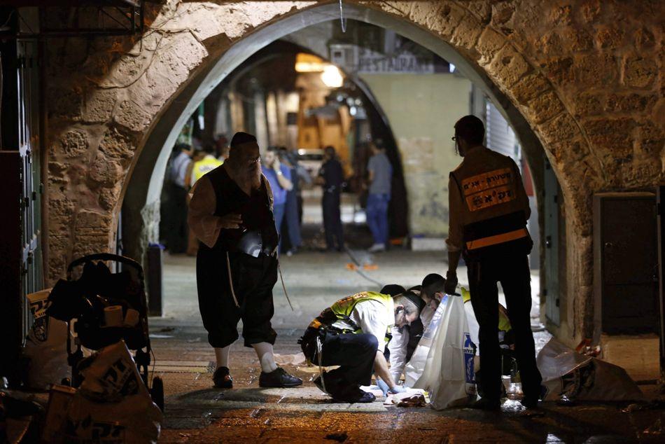 Escena del crimen, donde dos israelís fueron asesinados, en Jesusalén Este, el 3 de octubre de 2015. EFE