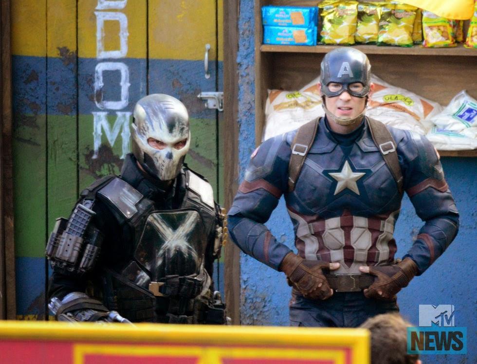 Crossbones junto a Capitán América.