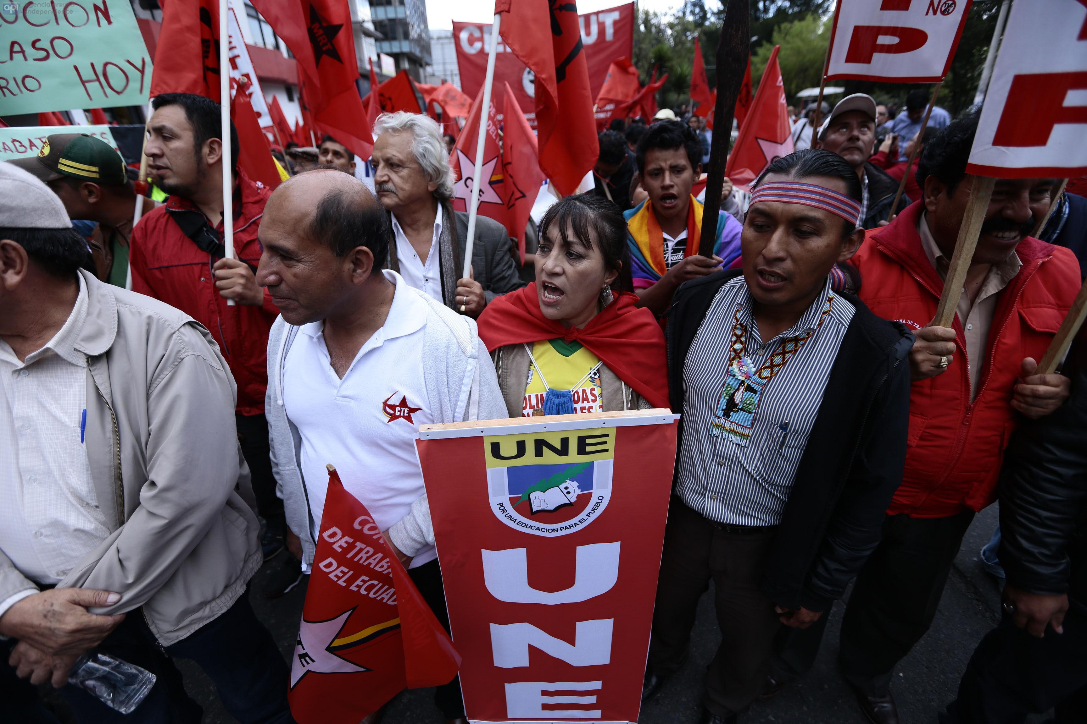 ECUADOR, Quito: (26/11/2015).- Marcha de la opositores al gobierno de Rafael Correa acudiero a la asamblea nacional. FOTOS API / JUAN CEVALLOS.