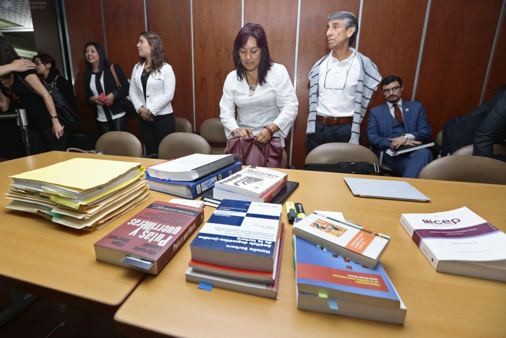 "ECUADOR, QUITO (09 -11-2015).- Audiencia de Juicio por delito de lesa humanidad, la primera en la historia judicial del Ecuador, para el caso ""Vaca, Cajas, Jarrin"" en la Corte Nacional de Justicia. En la foto (I) Susana Cajas y Francisco Jarrin FOTOS API / JUAN CEVALLOS. ECUADOR, QUITO (09 -11-2015) .- trial hearing for crimes against humanity, the first in the judicial history of Ecuador, in the case ""Vaca, Cajas, Jarrin"" at the National Court. In the picture (I) Susana Cajas and Francisco Jarrin PHOTOS API / JUAN CEVALLOS."