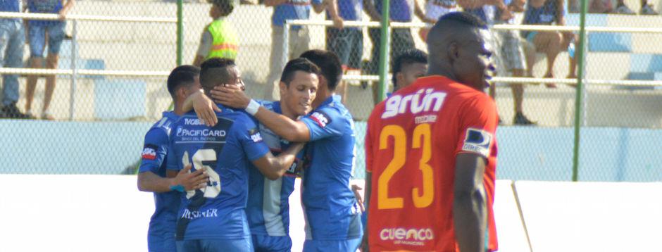 MANTA (06/11/2015). Marcos Mondaini de Emelec celebra su gol contra Deportivo Cuenca. Emelec Vs. Dep. Cuenca, partido jugado en el estadio Jocay. API FOTO / ARIEL OCHOA MANTA (11/06/2015). Emelec's player Marcos Mondaini celebrates his goal against Deportivo Cuenca. Emelec Vs. Dep. Cuenca, match played in the Jocay stadium. API PHOTO / ARIEL OCHOA