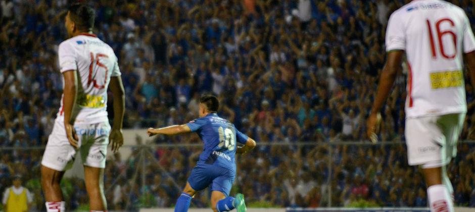 PORTOVIEJO - ECUADOR (25/11/2015). Fernando Gaibor de Emelec, celebra su gol contra Liga de Loja. Liga de Loja Vs. Emelec, partido jugado en el estadio Reales Tamarindos. API FOTO / ARIEL OCHOA PORTOVIEJO - ECUADOR (11/25/2015). Emelec's player Fernando Gaibor celebrates his goal against Liga de Loja. Liga de Loja Vs. Emelec, match played in the Reales Tamarindos stadium. API PHOTO / ARIEL OCHOA